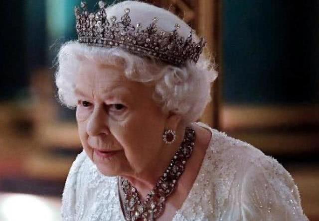 """脱欧公投后国家乱局不断,英国女王愤怒:暗批政客""""治国无能"""""""