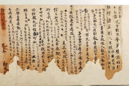 國圖有一卷唐代頑童書寫的《論語》,錯字連篇,為何卻成國寶