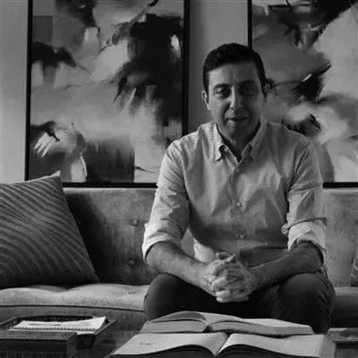 艺术 | 任职于对冲基金的阿拉伯数学家,却凭诗歌吸引了140万粉丝