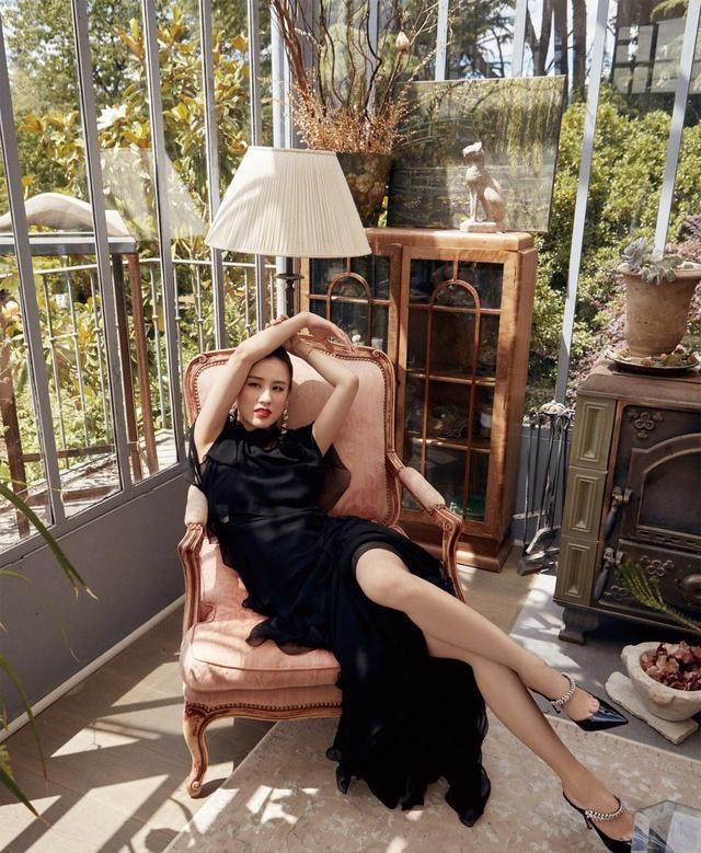 黄圣依总算时髦了一回!拍大片轻松展现高级美,36岁身材还这么好