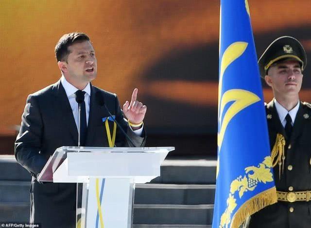乌克兰总统为省钱打破传统取消独立日阅兵,士兵寒心自己上街游行