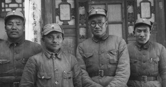 跃进大别山时,邓小平为什么要枪毙自己警卫连长,百姓求情都不行