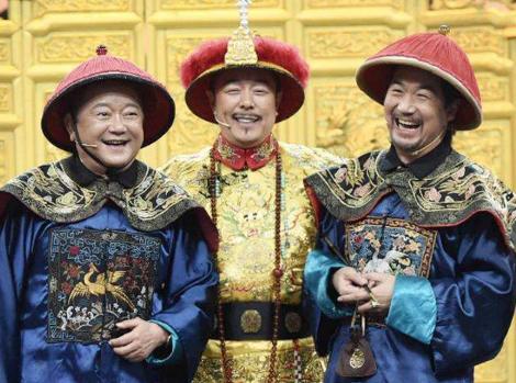 张国立王刚张铁林合体现身,61岁邓婕穿搭质朴,气质出众皮肤太嫩