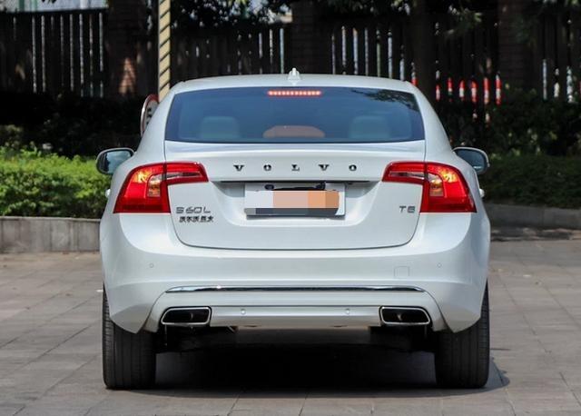 这款豪华中级车已降至20万内,你选迈腾还是选它?