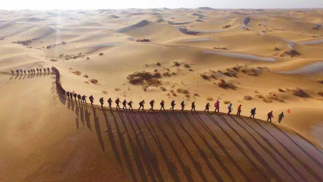 东方坐标学院杰出学员企业:海帆亲子游泳、青橙创客教育企业变革管理团队沙漠训练营今日出行