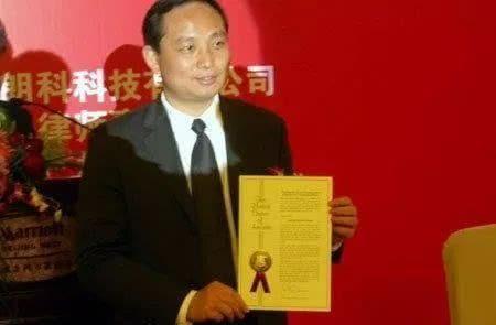 那个发明U盘的中国人:专利还有3个月到期,建了栋楼年收租3700万