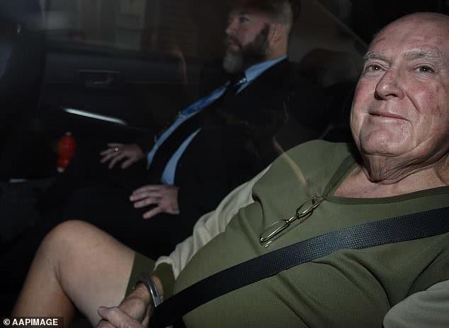 担心离婚后财产被34岁妻子分给情人,71岁丈夫雇三名杀手杀妻