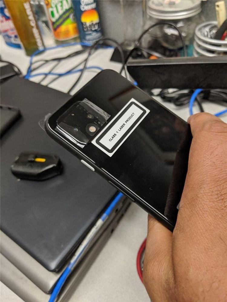 谷歌Pexel 4真机谍照曝光 就长这样了