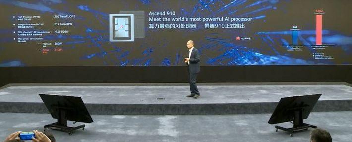 华为发布最强AI芯片,美国网友惊呼:僵尸时代降临! | 老外看中国