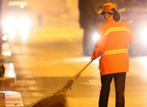 新型景区绿化清洁设备——城市吸尘车