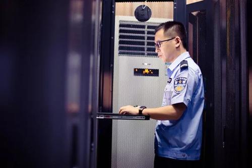 """这位警界""""工程师""""有""""神兵利器"""",给你满满的数据福利!"""