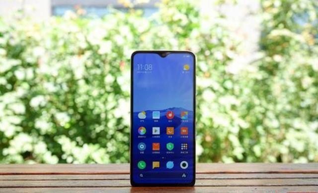 等什么iPhone 11?Redmi全新手机明日开卖:网友已经等不及了