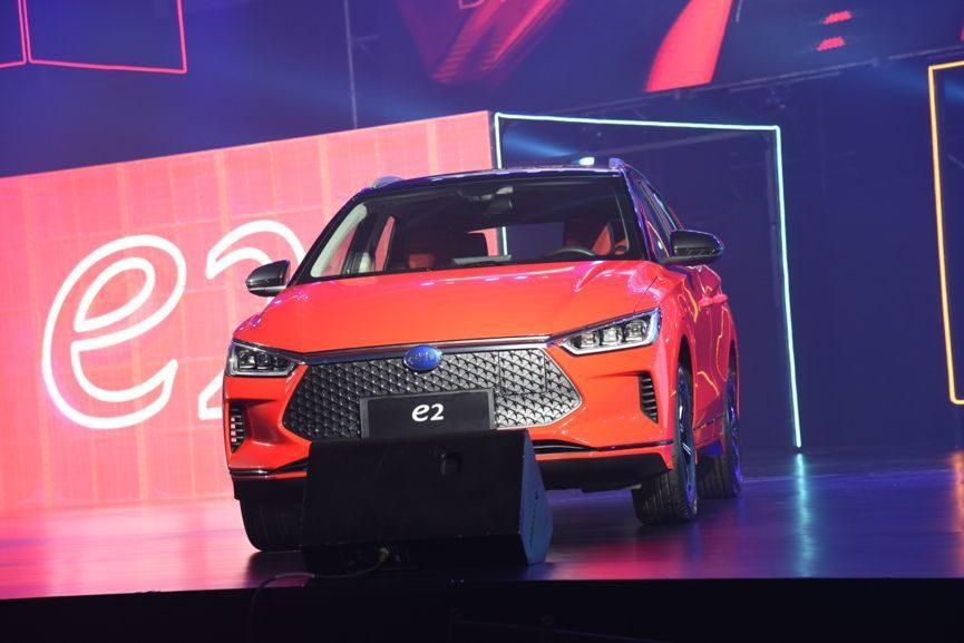 比亚迪e2正式上市,售价8.98万-11.98万,4款车型买次顶配最划算