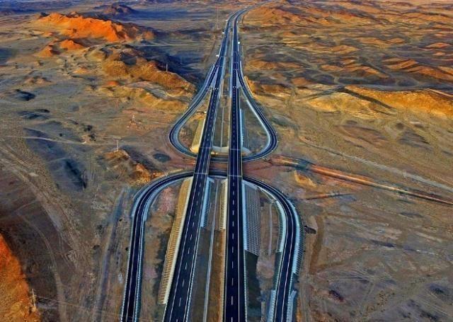 """中国最""""寂寞""""的高速,全长2540公里看不到一辆车 网友:谁敢开"""