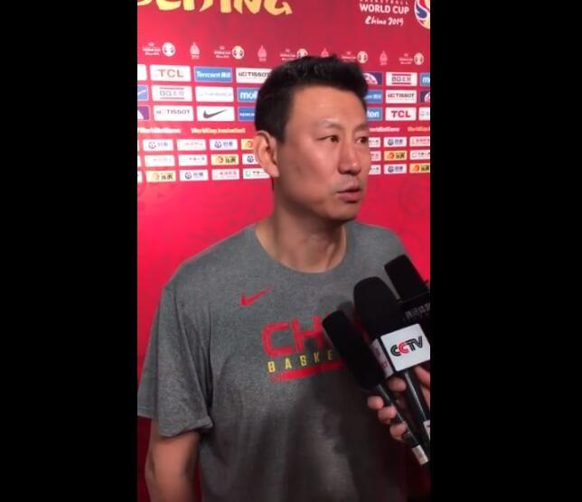 男篮主帅李楠谈周琦发边线球:他高且传球好 有机会还会让他发