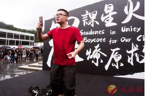 """手撕香港暴徒黑旗!内地学生高喊""""我是中国人""""!"""