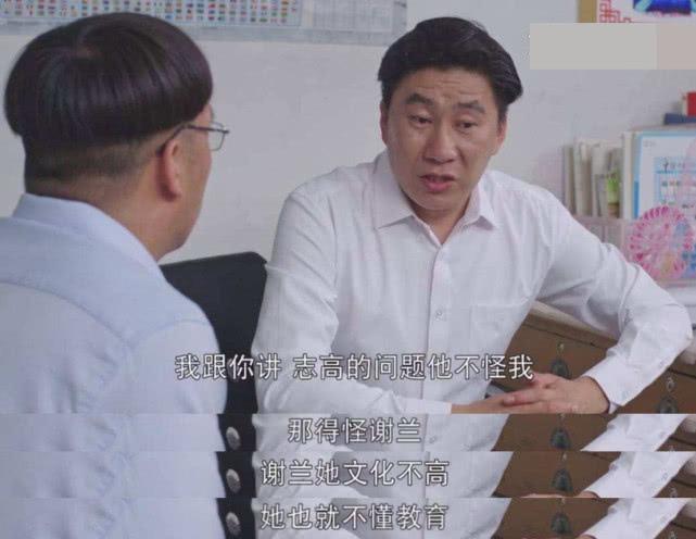 赵本山徒弟再陷丑闻,妻子带娃街头摆条幅控诉:人面兽心