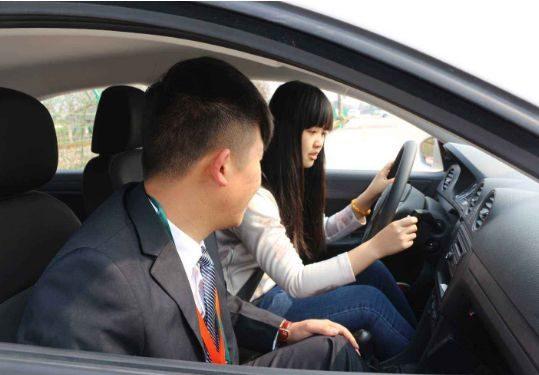 老司机:最容易混淆的6组交通标志,开车认不清,小心被扣分罚款