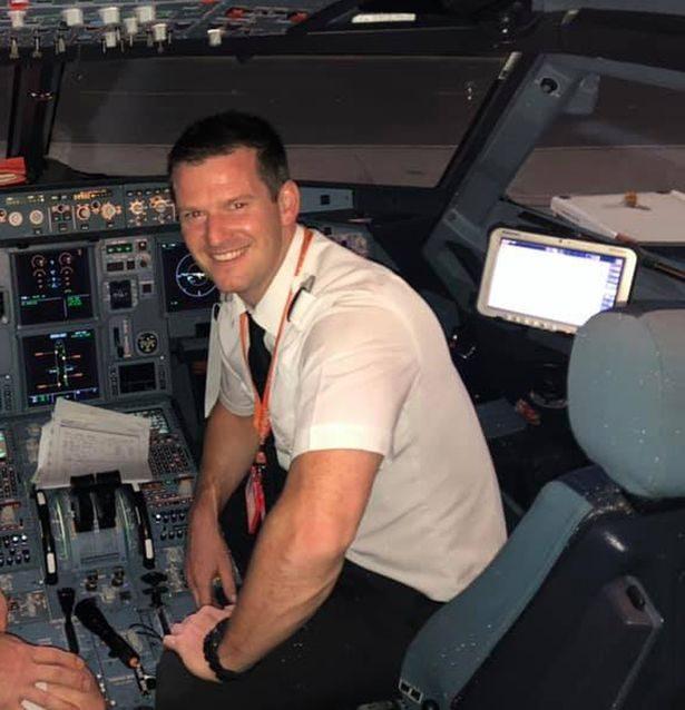 机长放乘客鸽子,机上一名乘客将飞机从英国开到了西班牙