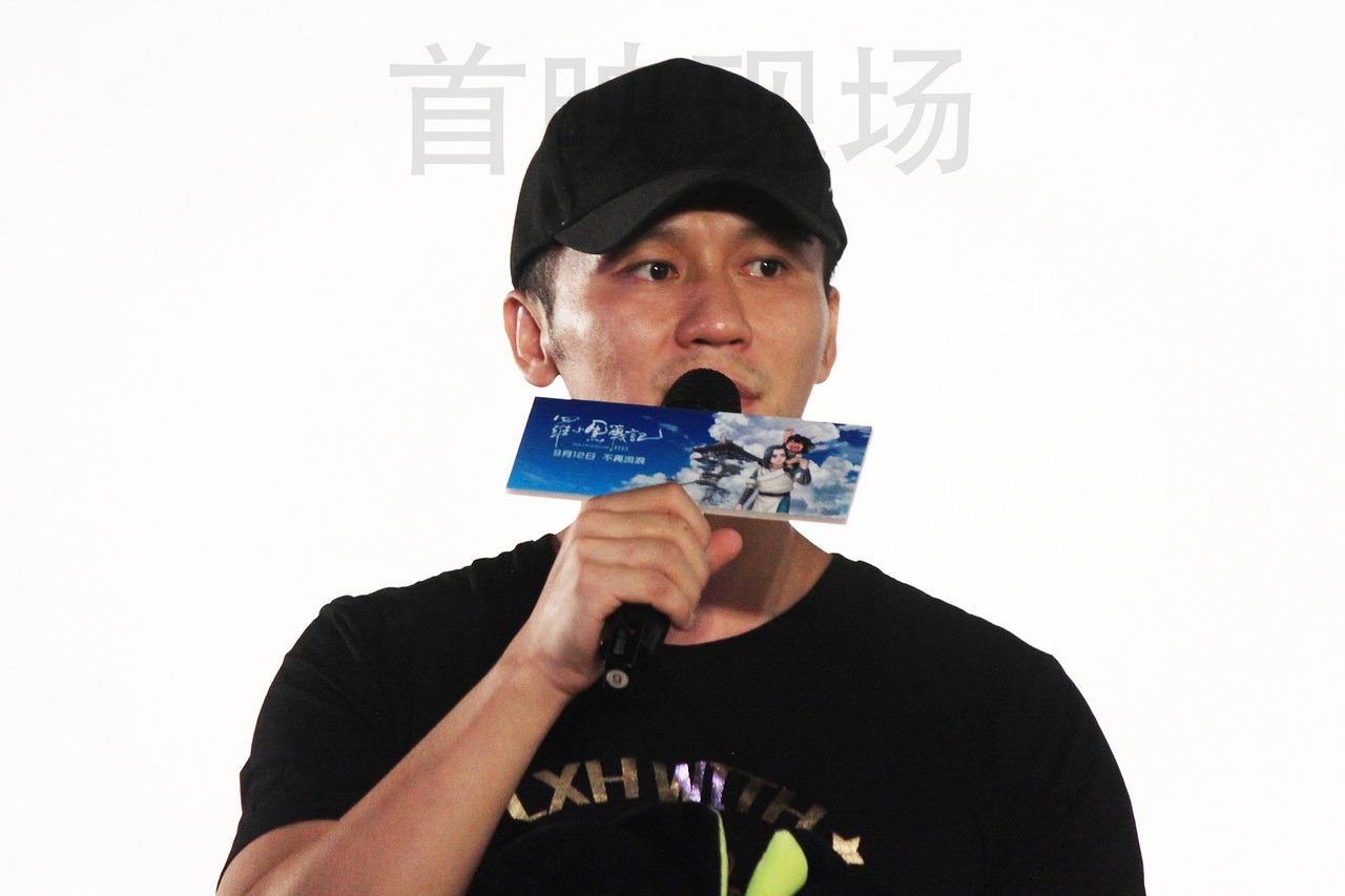 李晨作为联合出品人出席电影《罗小黑战记》首映礼