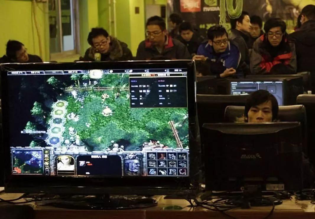 这场奖金2.4亿的电竞赛事,倾注了无数中国玩家的热血青春。