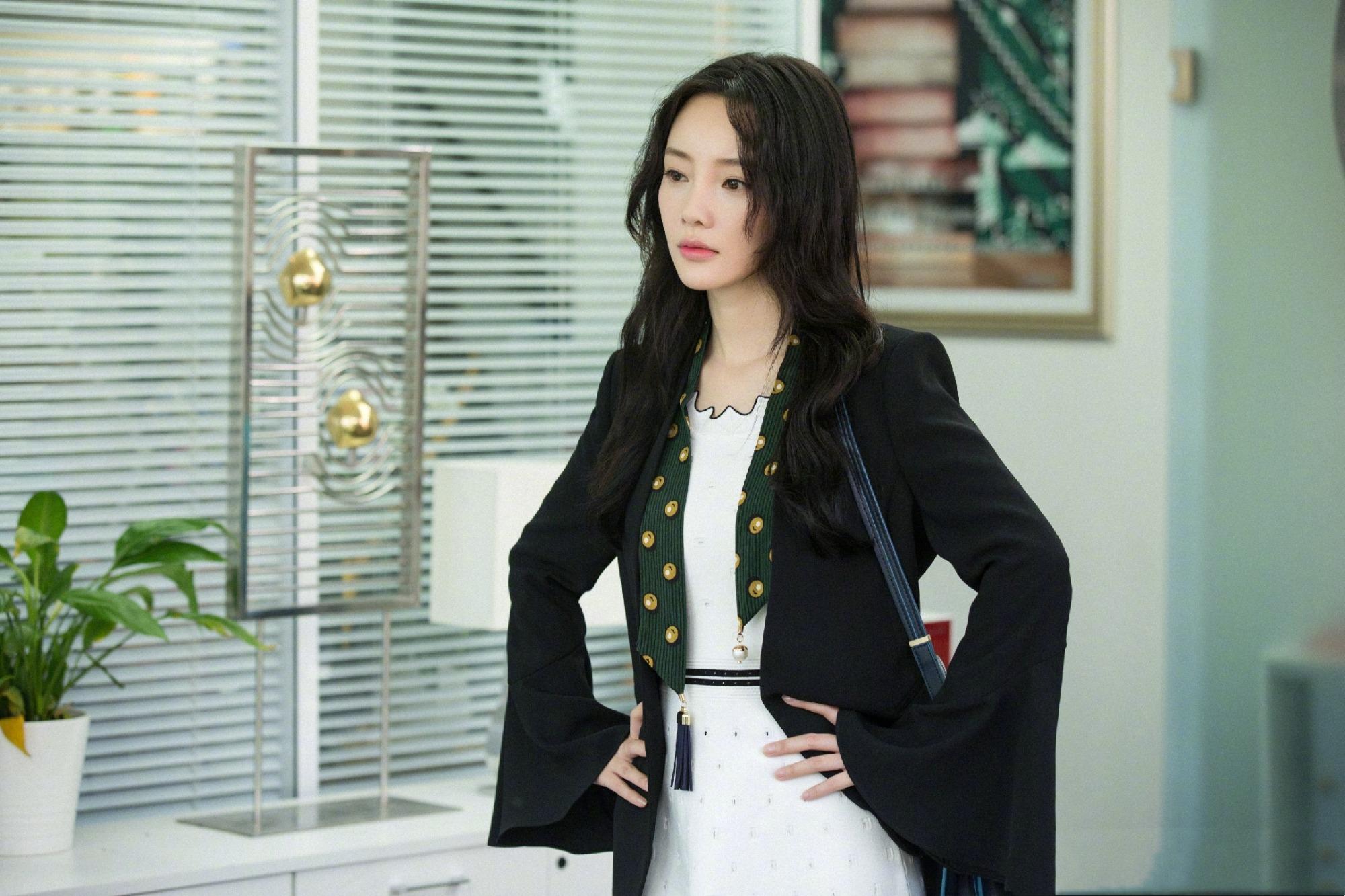 李小璐攜甜馨現身,母女又穿親子裝,粉色穿搭甜美吸睛卻顯廉價