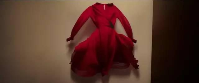 看来,各地都有一个红衣女鬼的恐怖故事