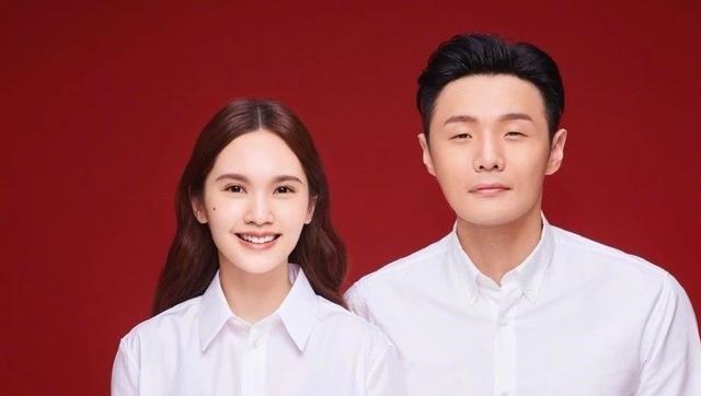 李荣浩发博称丑界救星,还附带帅照一张,杨丞琳:习惯就好