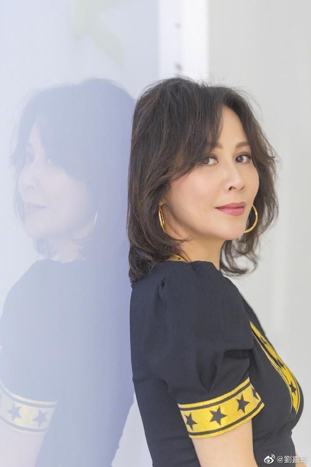 54歲劉嘉玲短發造型像蔡明網友:有點老太太樣子了