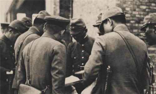 """日本""""大佐""""可以领多少兵?相当于我军哪个军衔?说出来难以置信"""