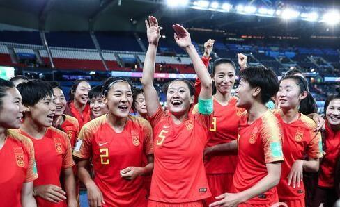 天津日报:王珊珊等老将落选,女足加速更新换代