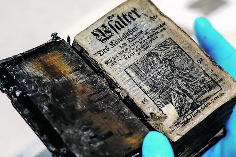 世界首次!俄考古学家在300年前沉船中发现保存完好书籍