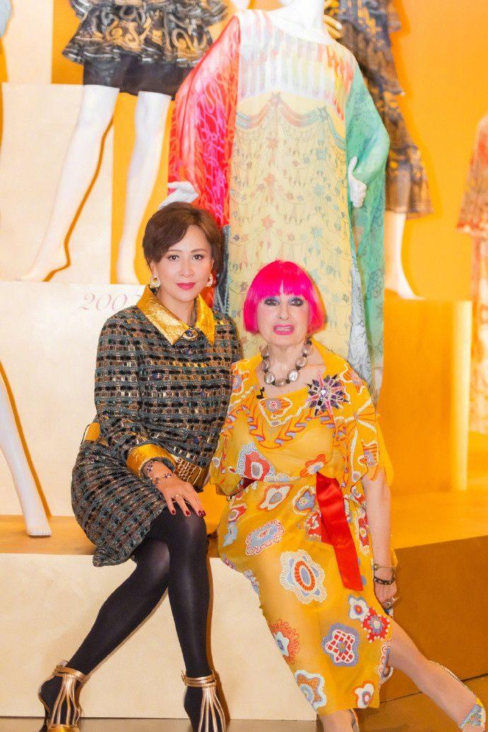 刘嘉玲终于剪掉10年长发,短发配12万套裙气质爆棚,美到认不出!
