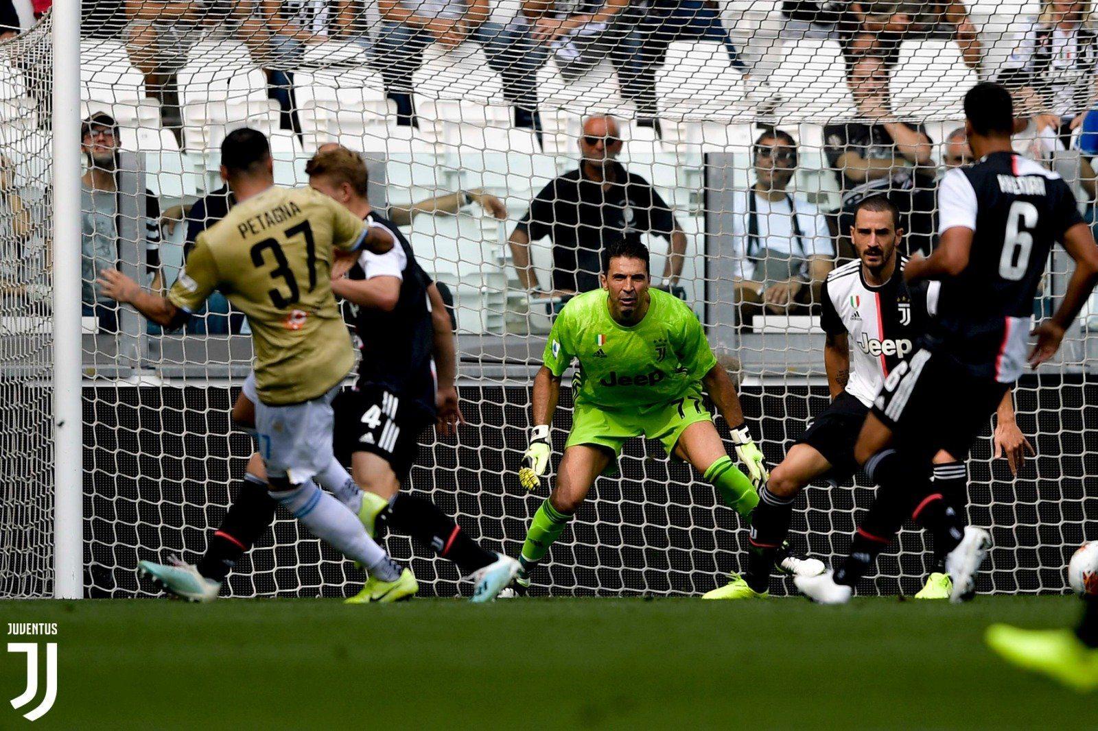2-0!尤文图斯完胜斯帕尔 C罗连过数人+头球破门