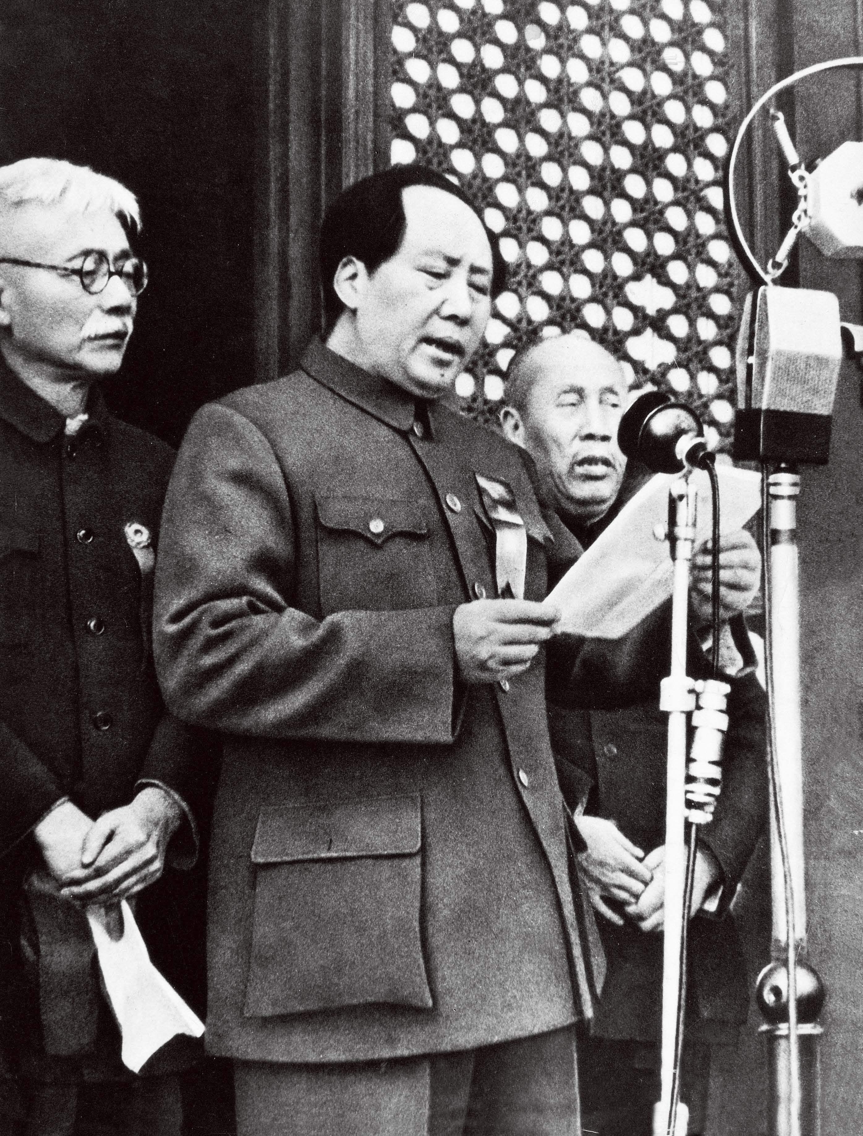 """影视作品中的""""中国人民从此站立起来了"""",在开国大典中并没出现"""
