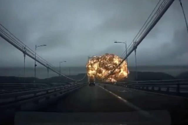 一艘油轮在韩国港口爆炸,引燃附近油轮造成10人受伤