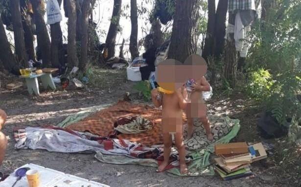乌克兰夫妇嫌孩子太吵把他们丢在野外,俩孩子靠翻垃圾桶度过一周
