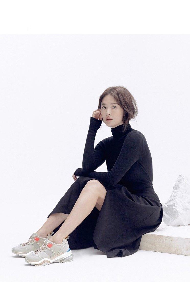 宋慧喬清新出鏡演繹初秋氣質穿搭,長發淡妝,打開離婚后最美狀態