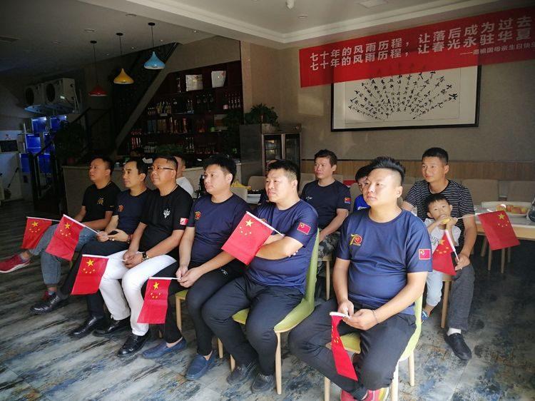 駐馬店市退役軍人創業協會組織協會成員共同觀看閱兵儀式直播盛況