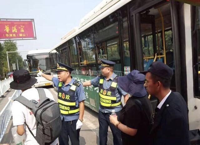 國慶旅游高峰來臨 臨潼區免費雙向擺渡車為游客服務