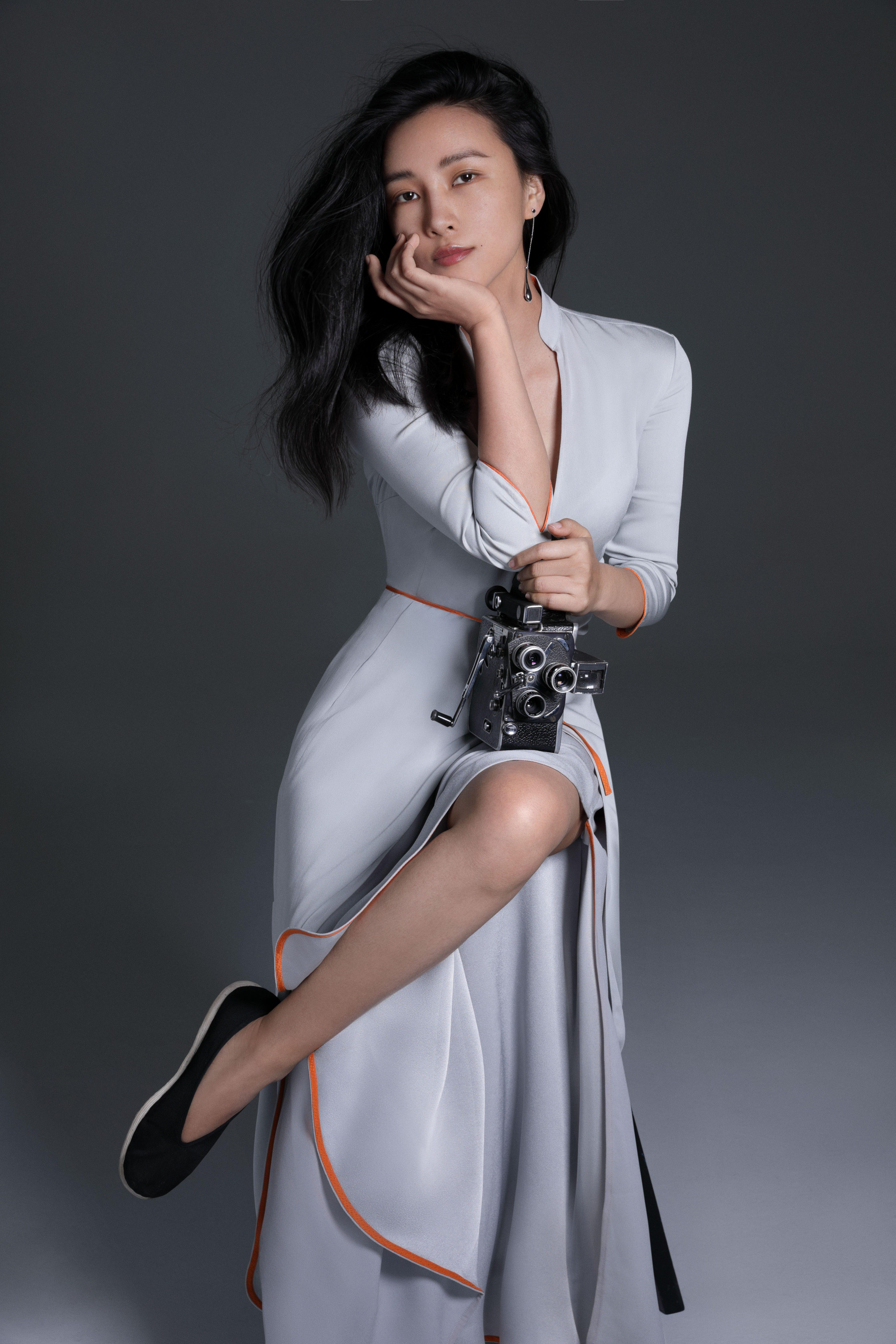 胡歌霍建华大片霸屏,蕾哈娜封面上热搜,陈漫用摄影寻找东方美