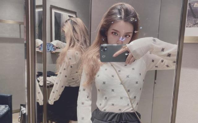 S9新女解說私密照片曝光,緊致旗袍不過癮,寫真照咬嘴唇實在太美