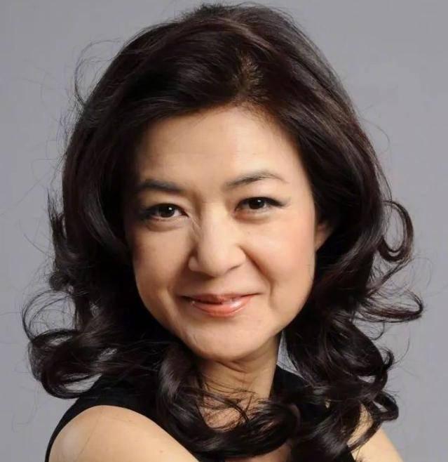 TVB不老女神43歲高齡產子 曾與黃子華相戀6年 終嫁給相識20年老友