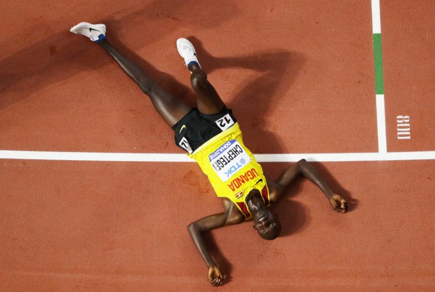 田徑世錦賽瘋狂一戰!央視膜拜,神人跑了9600米,沖刺圈僅用56秒