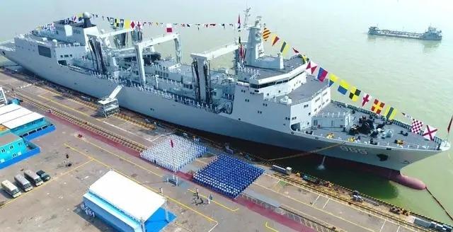 國慶不放假,075兩棲攻擊艦首艦,加緊精裝修!
