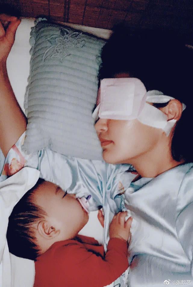袁弘張歆藝兒子正面照曝光,四坨軟萌可愛,樣貌像極了媽媽