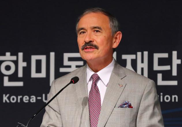 美軍滾出去!韓國人翻墻進入美大使官邸 抗議保護費漲價