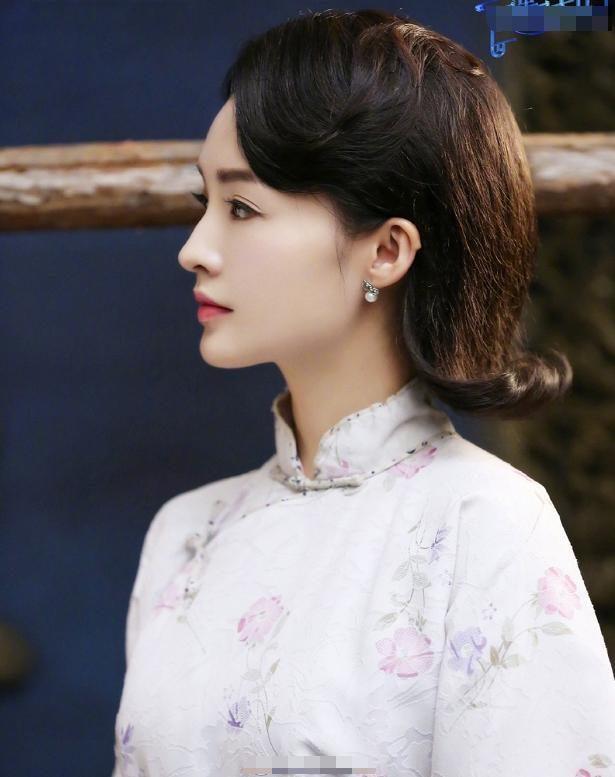 李沁凭旗袍造型又火了?一袭印花旗袍清新优雅,美得让人无法直视
