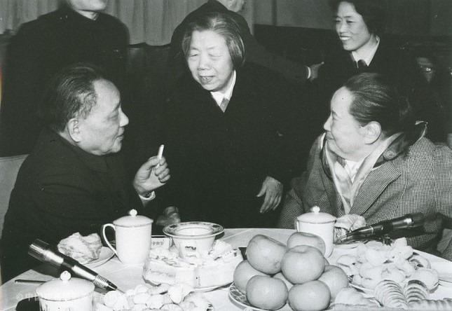 1977年,宋慶齡接到鄧小平希望緊急面談的請求……