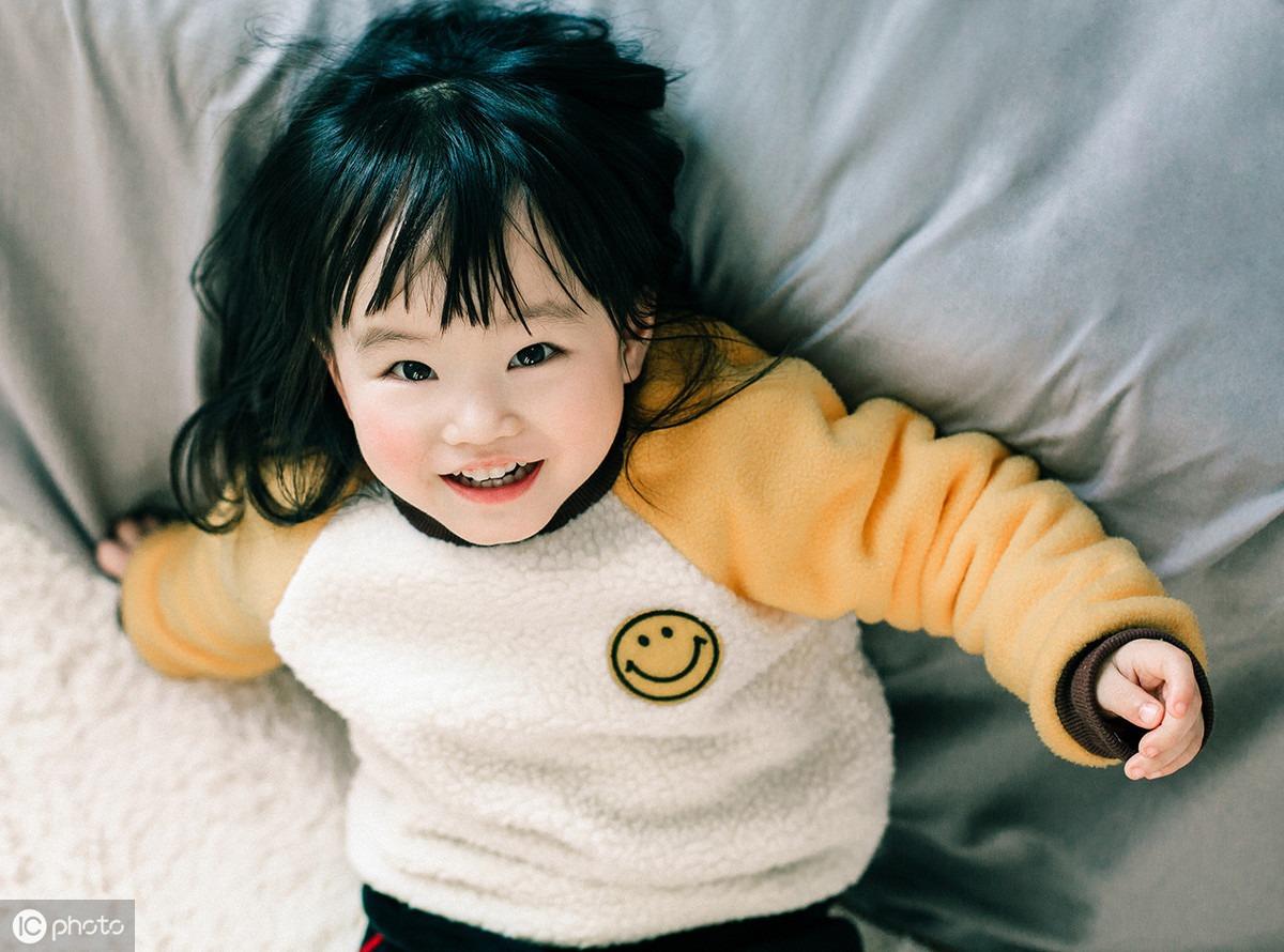 氣溫驟降,孩子因穿太多進了急診室!秋冬穿衣,很多家長都做錯了